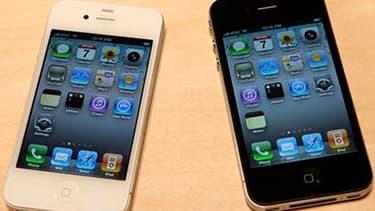 Deux chercheurs britanniques ont révélé que le dernier système d'exploitation d'Apple sur iPhone et iPad possède un mouchard qui vous suit à la trace.