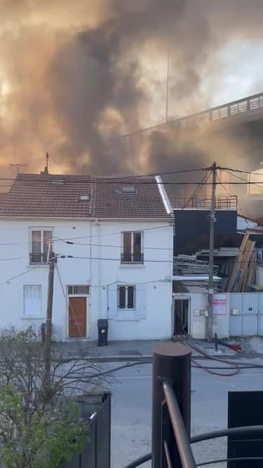 Incendie dans un entrepôt à Aubervilliers - Témoins BFMTV