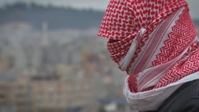 Ce jeune homme a fui Daesh. Réfugié en Turquie, il raconte l'organisation de l'intérieur.