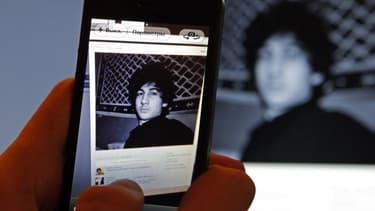 """L'état de Djokhar Tsarnaev, inculpé pour son rôle présumé dans le double attentat du marathon de Boston et hospitalisé au Beth Israel Deaconess Medical Center, est passé de """"préoccupant"""" à """"bon"""". Incapable de parler, il s'est contenté lundi de hocher la t"""