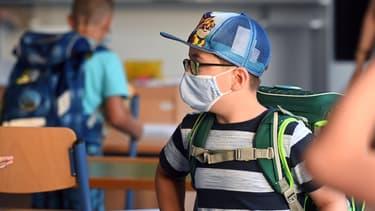 Un enfant masqué à l'école en Allemagne (photo d'illustration).