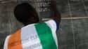 Les autorités électorales de Côte d'Ivoire ont commencé lundi, ici à Abidjan, à dépouiller les bulletins de vote déposés la veille dans les urnes, au premier tour d'une élection présidentielle censée tourner la page d'une décennie de crise. /Photo prise l