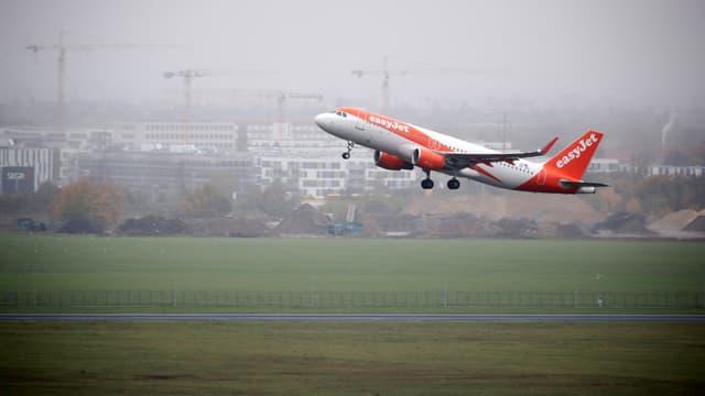 Image d'illustration - un avion Easy Jet au décollage
