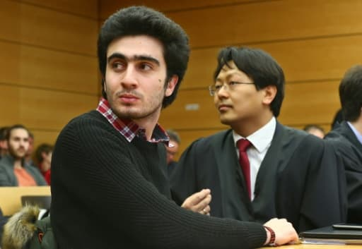 Anas Modamani et son avocat Chan-jo Jun le 6 février 2017 au tribunal de Wurtzbourg (centre)