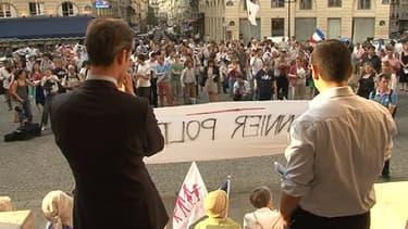 Près de 200 personnes se sont réunies mardi à l'appel de La Manif pour tous et du Printemps français