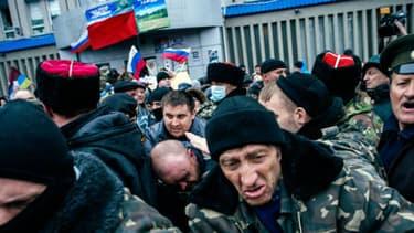 Scène de violence lors d'un rassemblement pro-russe à Lugansk dans l'Est de l'Ukraine.