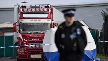 Le camion où ont été découverts 39 corps à Grays, au Royaume-Uni, le 23 octobre 2019
