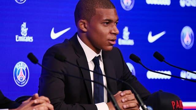 Kylian Mbappé avait été officiellement prêté au PSG par Monaco le 31 août 2017.