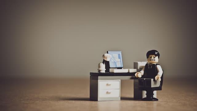 Les violences morales au travail ont diminué mais restent fréquentes.