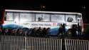 Assaut de la police philippine après qu'un ancien policier a retenu pendant plusieurs heures en otage une quinzaine de touristes dans un autocar en plein centre de Manille. Les autorités philippines ont annoncé la mort de huit otages et du preneur d'otage