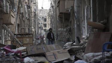 A Daïr az Zour, dans l'est de la Syrie. L'armée syrienne, appuyée par des militants chiites du Hezbollah libanais, a lancé dimanche une offensive pour reprendre aux insurgés la ville stratégique de Koussaïr, tandis qu'Israël a menacé la Syrie de nouvelles