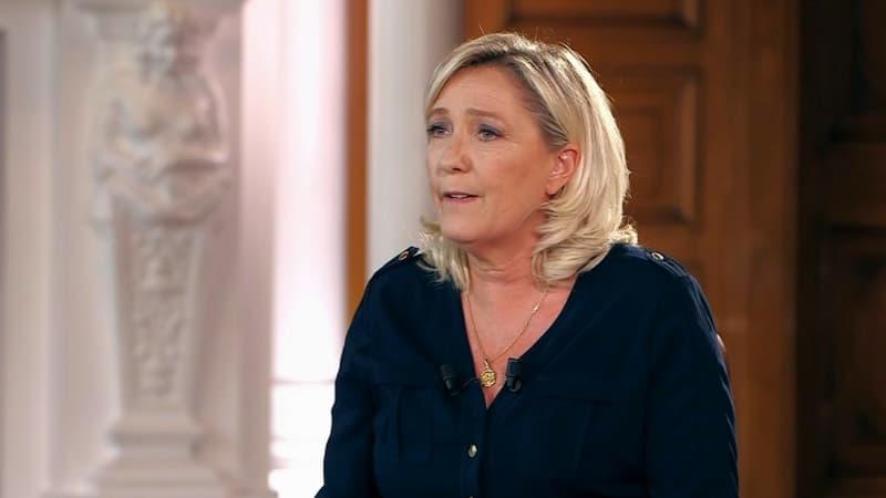 """Le mot """"collabo"""" tagué au PCF : pour Marine Le Pen, """"c'est juste un tag sur un mur"""""""