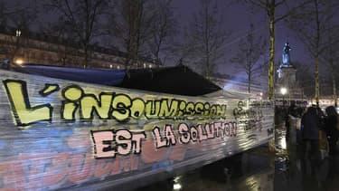 """La mobilisation """"Nuit Debout"""" se poursuit à Paris et s'étend dans plusieurs autres villes de France."""