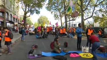Les manifestants d'Extinction Rebellion, le 7 octobre 2019 dans le quartier de Châtelet à Paris.