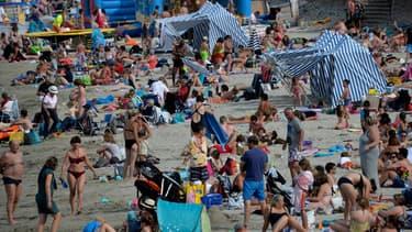 Même en vacances, beaucoup de Français ne déconnectent pas.