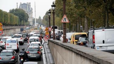 La mairie de Paris veut diviser par deux la place de la voiture à Paris.