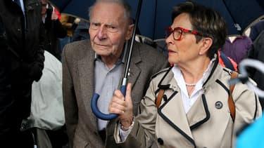 Les parents de Vincent Lambert, dimanche 19 mai, devant l'hôpital Sebastopol de Reims, où se trouve leur fils.