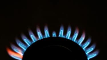 Les prix du gaz pour les particuliers pourraient connaître à partir de cet été trois hausses successives, tandis que le tarif de l'électricité devrait augmenter d'environ 2%, rapporte vendredi le Parisien. /Photo d'archives/REUTERS/Stephen Hird