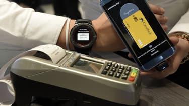 L'enquête doit déterminer si plusieurs instituts financiers suisses se sont entendus pour ne pas soutenir les solutions de paiement mobile d'offreurs étrangers comme Apple Pay et Samsung Pay.