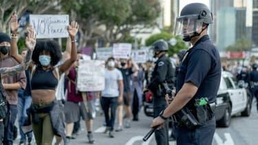 Le conseil municipal de Los Angeles a voté le 1er juillet 2020 une réduction d'environ 150 millions de dollars du budget de la police.