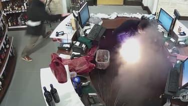 Un homme a été grièvement brûlé par une cigarette électronique qui a explosé dans sa poche.