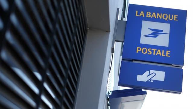 La Banque Postale part en guerre contre l'exclusion numérique en formant ses clients en précarité technologique.