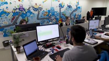 """La fonction """"BlaBlaHelp"""" est un """"tchat"""" communautaire sur Internet qui permet aux membres les plus fidèles de Blablacar, appelés Helpers, d'aider les nouveaux utilisateurs dans la pratique du covoiturage."""