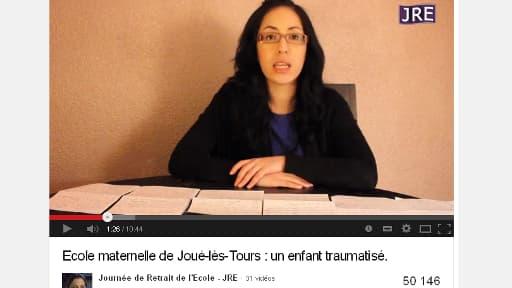 Une capture d'écran de la vidéo, dans laquelle une responsable locale du collectif accuse une institutrice.