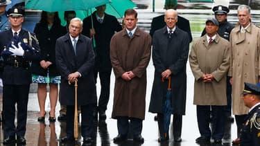 L'actuel maire de Boston et son prédecesseur, ainsi que le vice-président Joe Biden, rendent hommage le 15 avril 2014 aux victimes des attentats du marathon de Boston.