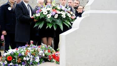 Florian Philippot s'est rendu dimanche au cimetière de Colombey-les-deux-Eglises pour déposer une gerbe sur la tombe blanche de Charles de Gaulle