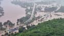 Près de 800 passagers d'un train ont été bloqués par des inondations en Inde.