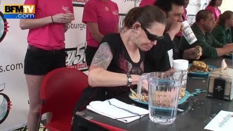 Elle mange 2kg de viandes en 2 minutes