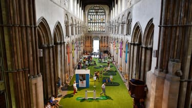 La cathédrale transformée en mini-golf