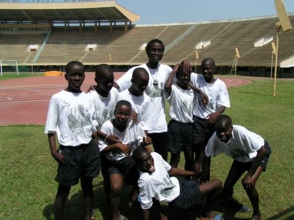 Le petit Idrissa Gueye (premier à gauche) tout sérieux quand ses camarades de l'institut Diambars sont tout sourire