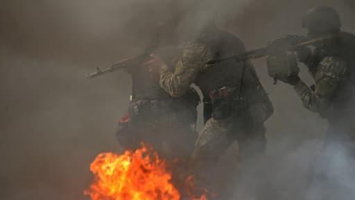 Des forces spéciales ukrainiennes lors de l'assaut dans la ville de Slaviansk, dans l'est du pays, le 24 avril.