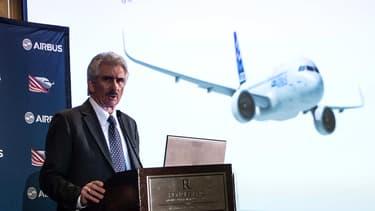 Barry Ecclestone, le patron de Airbus America, présente les contours de la nouvelle usine de l'avionneur à Mobile (Alabama).