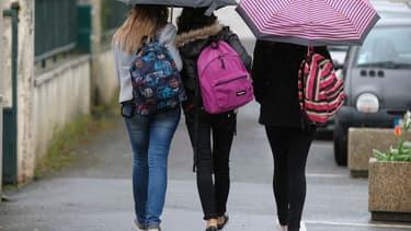 """Près d'un adolescent sur est victime de """"souffrance psychologique"""", selon l'Unicef."""