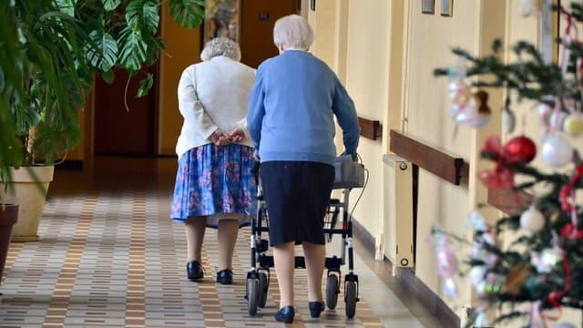 Des députés proposent de doubler le ratio d'aides-soignants dans les maisons de retraite médicalisées
