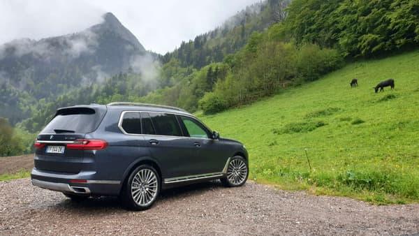 Avec ses 5,15 mètres de long, ce X7 se range tout simplement tout en haut de la gamme BMW.