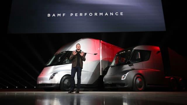 Avec ses Semi, Elon Musk rend ses camions accessibles avec un prix très compétitif. Mais l'autonomie reste à améliorer.