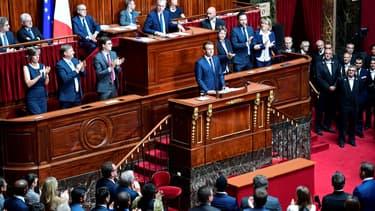 Emmanuel Macron applaudi à l'issue de son discours face au Congrès, à Versailles, le 3 juillet 2017. - Martin Bureau - AFP