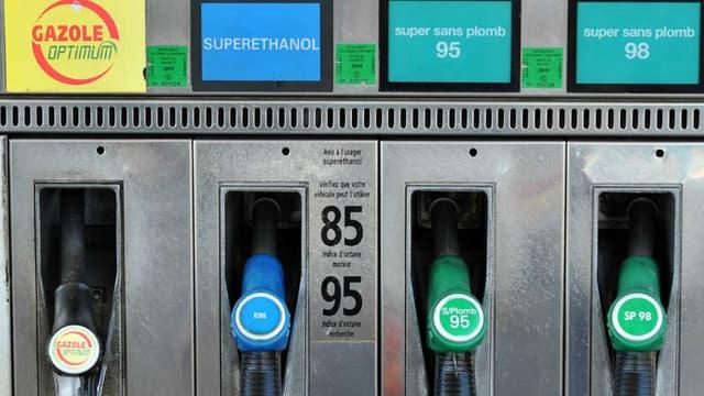 Image d'illustration - pompes à une station essence