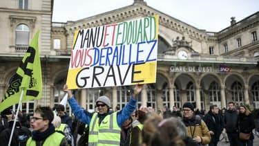 Une manifestation de soutien aux cheminots rassemblait 200 à 300 personnes ce jeudi 26 décembre à Paris. Photo AFP