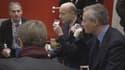 Bruno le maire et Alain Juppé ont partagé un verre de lait au stand des producteurs laitiers au Salon de l'agriculture.
