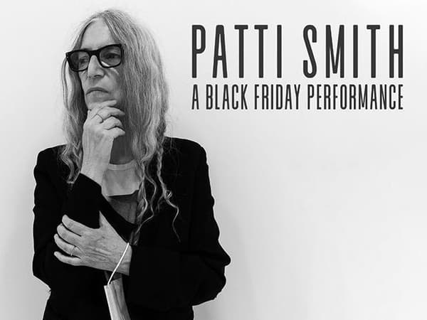 La chanteuse Patti Smith chante en live ce 27 novembre