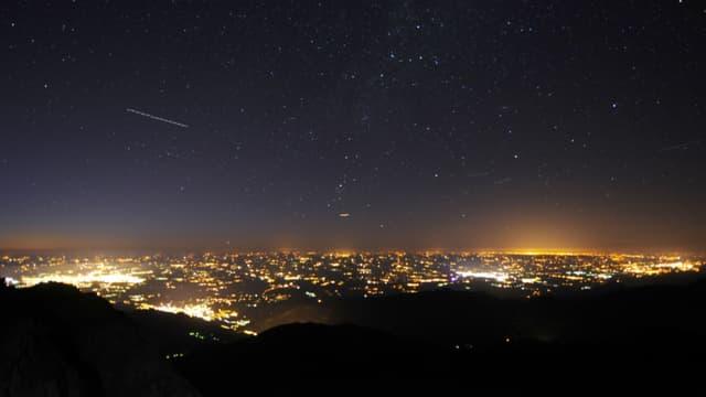 Seules quelques zones en France, principalement au coeur des chaines de montagne, restent préservées de la pollution lumineuse la nuit.