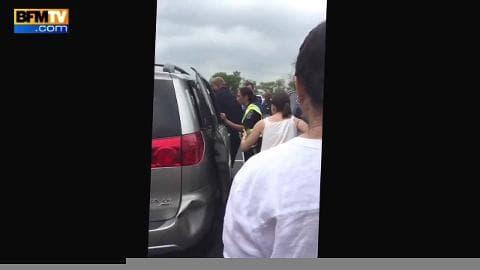 Une petite fille bloquée dans une voiture en pleine canicule sauvée par des passants