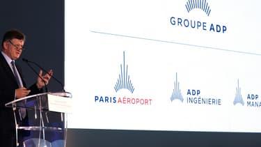 Paris Aéroport enrichit son offre de services réservables sur internet pour les passagers avec les billets d'avion, les nuits d'hôtel et la location de voiture.