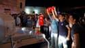 Des milliers de manifestants se sont rassemblés samedi pour la première fois depuis une semaine place Taksim à Istanbul avant d'être dispersés par la police. /Photo prise le 22 juin 2013/REUTERS/Marko Djurica