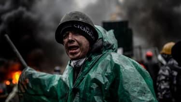 Un manifestant à Kiev, en Ukraine, jeudi 20 février.